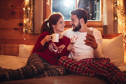 couple-warm-and-cozy